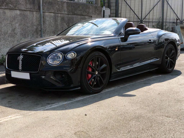 Booking and rental cabriolet, delivery to Rotterdam The Hague Airport