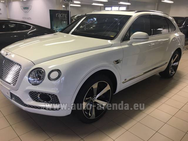 Rental Bentley Bentayga W12 NAIM 22 Rear-Enterteiment in Rotterdam