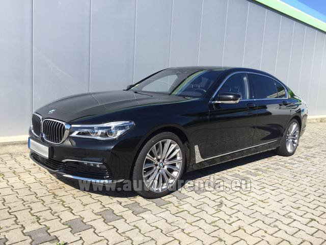 Rental BMW 740 Lang xDrive M Sportpaket Executive Lounge in the Hague